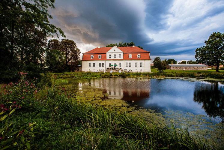 Seeseite Schloss Kotelow
